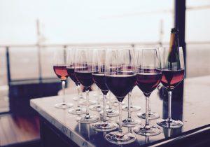 alcoholic beverage bar bottle romantisk dag med kæresten