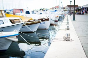 bay blue boat romantisk dag med kæresten