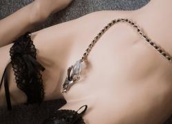 Komplet guide til klitoris klemmer, skamlæbeklemmer og brystklemmer