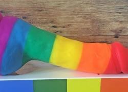 Pride dildoer: Regnbue dildo med forskellige farver – find den her